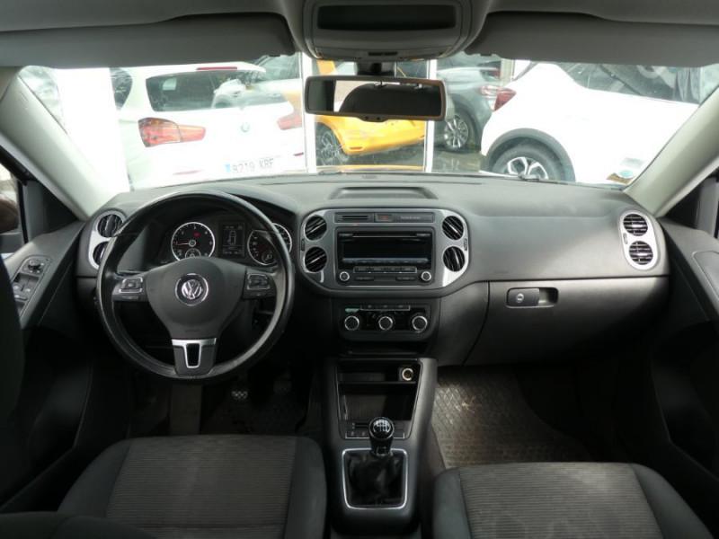 Photo 10 de l'offre de VOLKSWAGEN TIGUAN 2.0 TDI 110 BV6 2WD BLUEMOTION Bluetooth à 12450€ chez Mérignac auto