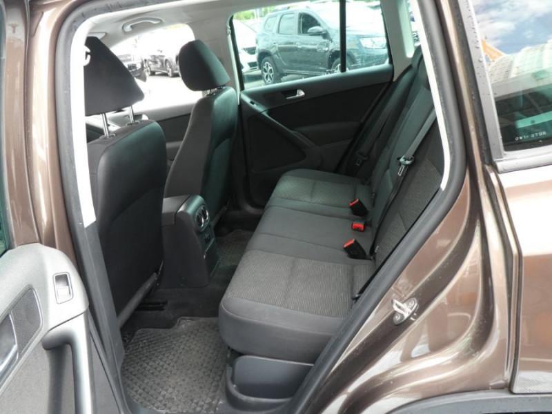 Photo 9 de l'offre de VOLKSWAGEN TIGUAN 2.0 TDI 110 BV6 2WD BLUEMOTION Bluetooth à 12450€ chez Mérignac auto