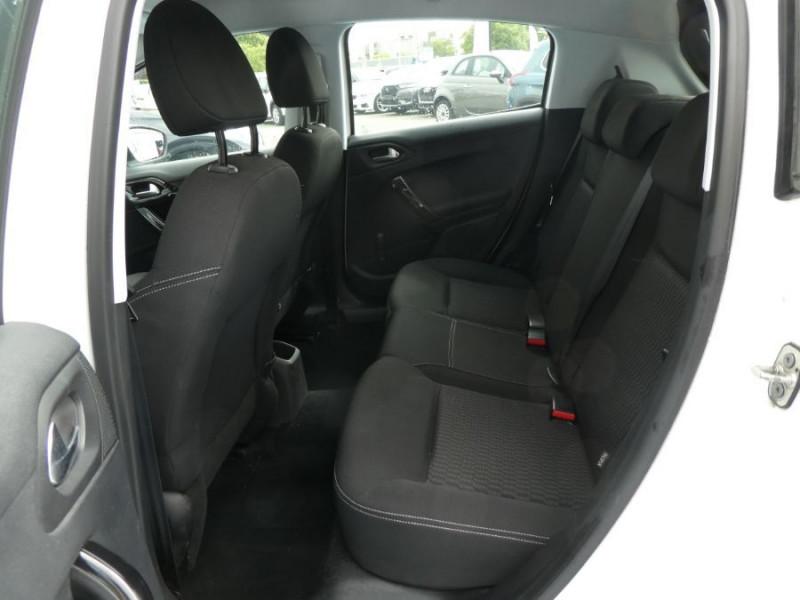 Photo 7 de l'offre de PEUGEOT 208 1.6 BlueHDi 75 ACTIVE Bluetooth JA16 à 12750€ chez Mérignac auto