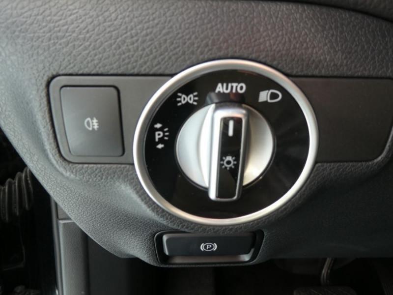 Photo 20 de l'offre de MERCEDES-BENZ GLA 200 CDI 7G-DCT 4MATIC GPS Caméra Bi-Xénon Hayon EL. à 24500€ chez Mérignac auto