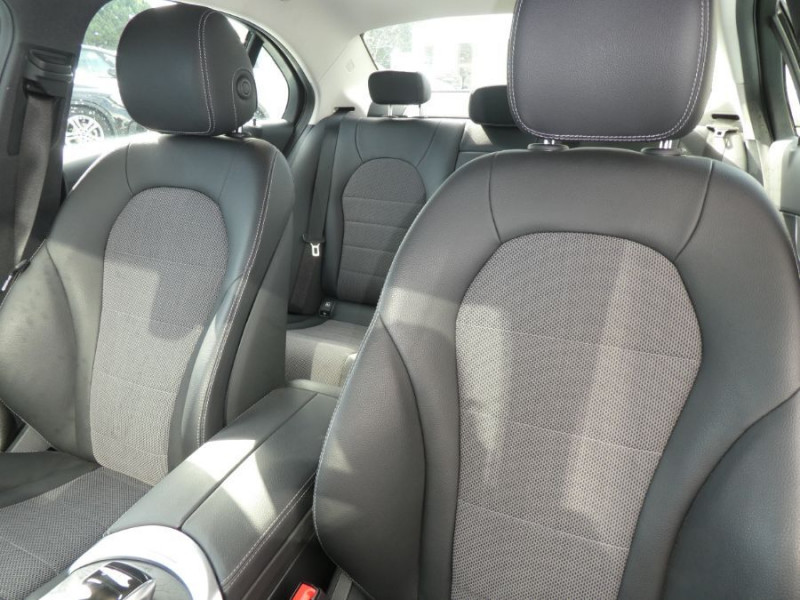 Photo 10 de l'offre de MERCEDES-BENZ CLASSE C IV 200 D 160 9G-Tronic AMG LINE JA18 LED Camera à 32950€ chez Mérignac auto