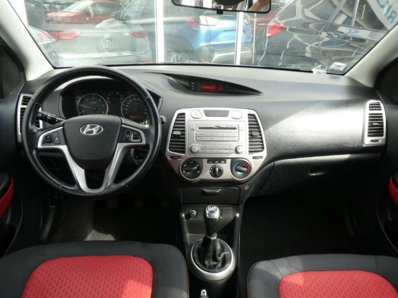 Photo 6 de l'offre de HYUNDAI I20 1.4 CRDI 90 PACK COLOR CONFORT 5P à 5490€ chez Mérignac auto