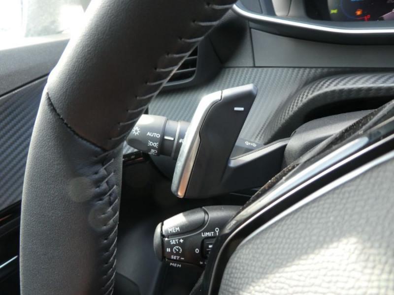 Photo 14 de l'offre de PEUGEOT 2008 II 1.2 PureTech 130 EAT8 ALLURE GPS Camera à 26970€ chez Mérignac auto
