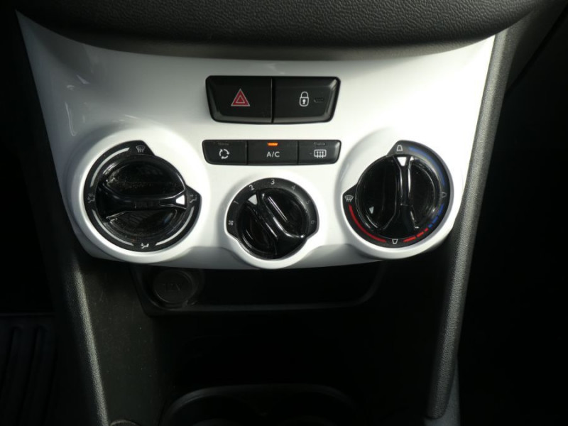 Photo 11 de l'offre de PEUGEOT 208 1.2 PureTech 68 LIKE CLIM Régulateur 1ère Main à 10480€ chez Mérignac auto