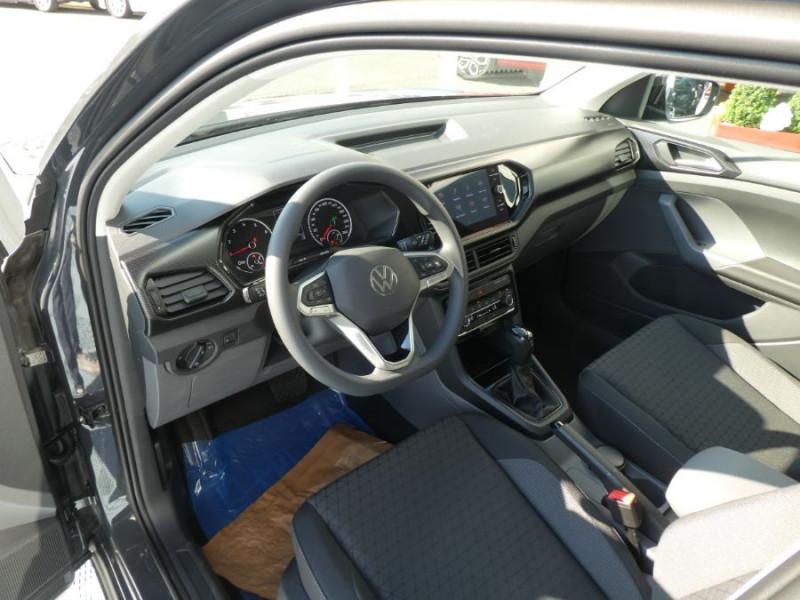 Photo 9 de l'offre de VOLKSWAGEN T-CROSS 1.0 TSI 110 DSG7 LOUNGE Camera Radars RER CLIM Auto JA16 Diam. à 23790€ chez Mérignac auto