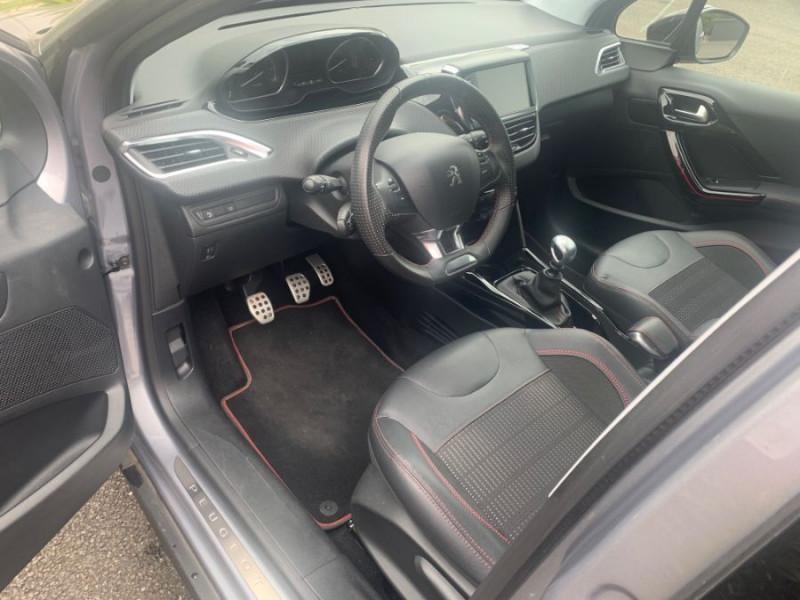 Photo 6 de l'offre de PEUGEOT 2008 II PureTech 130 BV6 GT LINE GPS Camera 1ère Main à 15980€ chez Mérignac auto