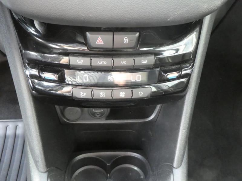 Photo 12 de l'offre de PEUGEOT 208 1.2 PureTech 82 ACTIVE GPS CLIM Auto Radar SC 1ère Main à 10850€ chez Mérignac auto
