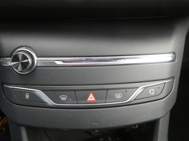 Photo 16 de l'offre de PEUGEOT 308 II (2) 1.5 BlueHDi 130 BV6 GT Camera à 20980€ chez Mérignac auto
