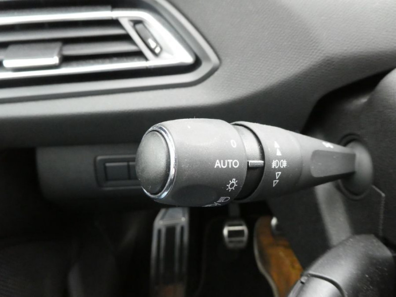Photo 18 de l'offre de PEUGEOT 308 II (2) 1.5 BlueHDi 130 BV6 GT Camera à 20980€ chez Mérignac auto