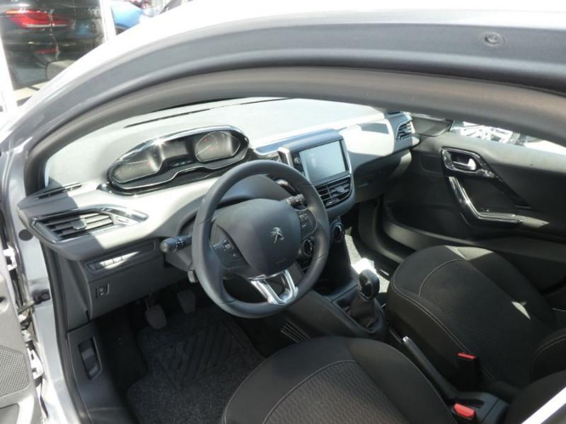 Photo 9 de l'offre de PEUGEOT 208 1.2 PureTech 82 ACTIVE Bluetooth Radar JA16 à 12950€ chez Mérignac auto