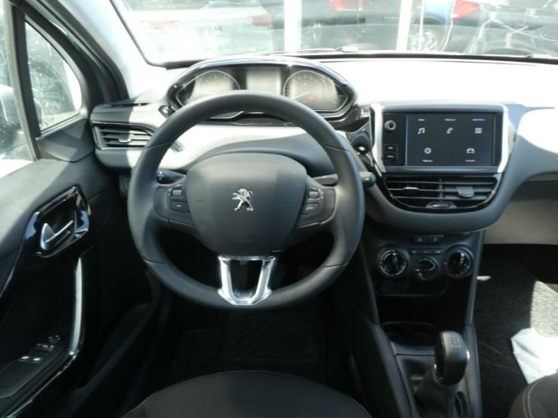 Photo 12 de l'offre de PEUGEOT 208 1.2 PureTech 82 ACTIVE Bluetooth Radar JA16 à 12950€ chez Mérignac auto