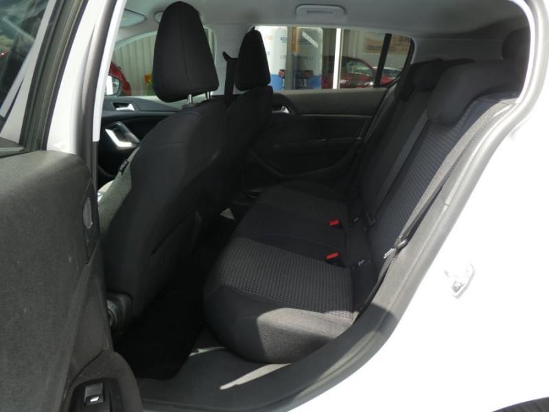 Photo 7 de l'offre de PEUGEOT 308 1.5 BlueHDi 130 EAT8 STYLE GPS Camera à 14750€ chez Mérignac auto
