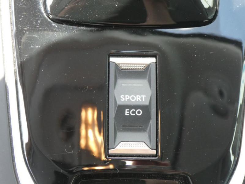 Photo 19 de l'offre de PEUGEOT 308 1.5 BlueHDi 130 EAT8 STYLE GPS Camera à 14750€ chez Mérignac auto