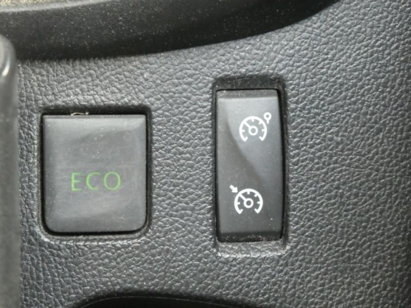 Photo 18 de l'offre de RENAULT CAPTUR 1.5 DCi 90 EDC INTENS Camera à 14250€ chez Mérignac auto
