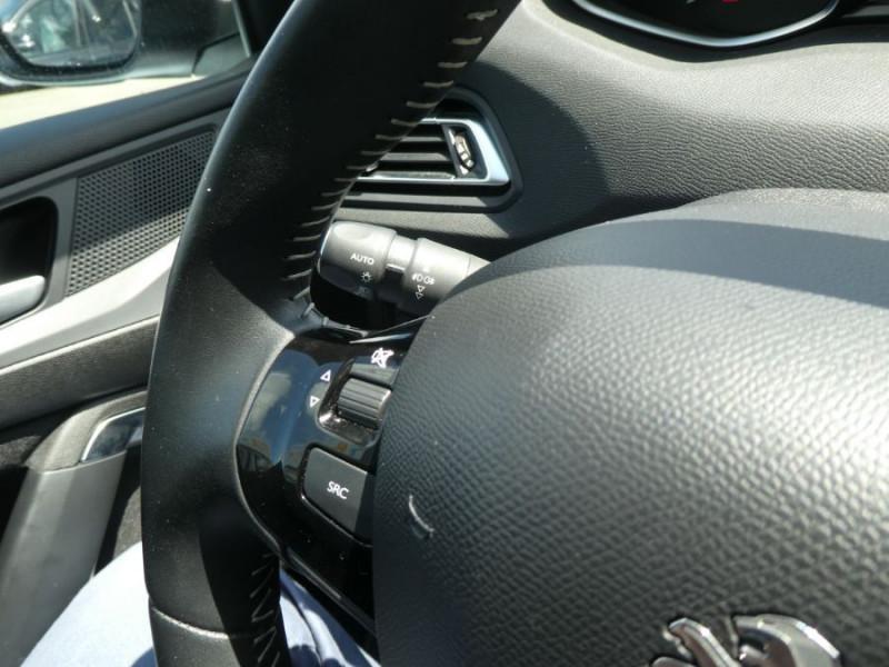 Photo 13 de l'offre de PEUGEOT 308 1.2 PureTech 110 BV6 STYLE GPS Camera JA17 1ère Main à 16290€ chez Mérignac auto