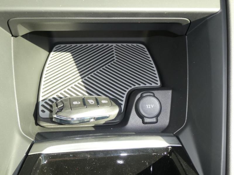 Photo 20 de l'offre de CITROEN C4 PureTech 130 EAT8 SHINE HIGHWAY Assist Induction TOIT Ouvrant à 27200€ chez Mérignac auto