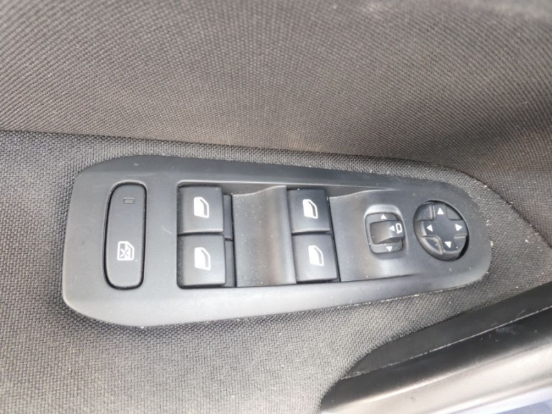Photo 16 de l'offre de PEUGEOT 308 1.5 BlueHDi 130 EAT8 STYLE GPS Camera à 14750€ chez Mérignac auto