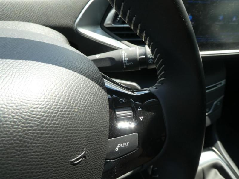 Photo 14 de l'offre de PEUGEOT 308 1.2 PureTech 110 BV6 STYLE GPS Camera JA17 1ère Main à 16290€ chez Mérignac auto
