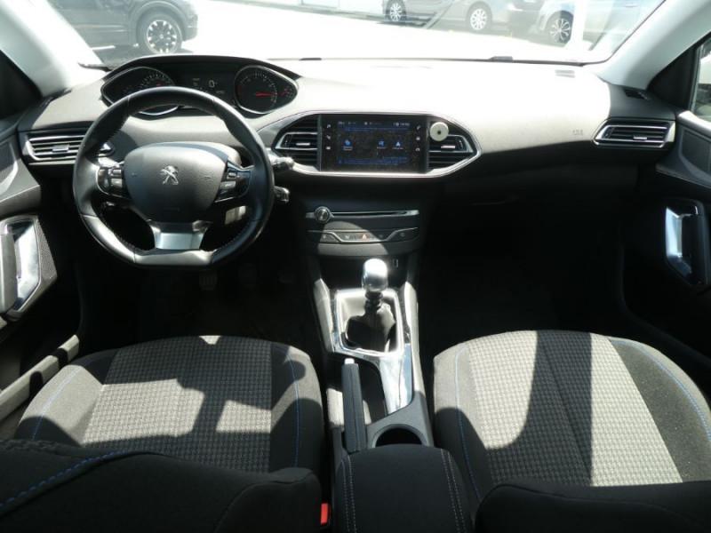 Photo 6 de l'offre de PEUGEOT 308 1.2 PureTech 110 BV6 STYLE GPS Camera JA17 1ère Main à 16290€ chez Mérignac auto