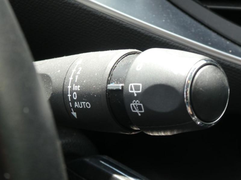 Photo 20 de l'offre de PEUGEOT 308 1.5 BlueHDi 130 EAT8 STYLE GPS Camera à 14750€ chez Mérignac auto
