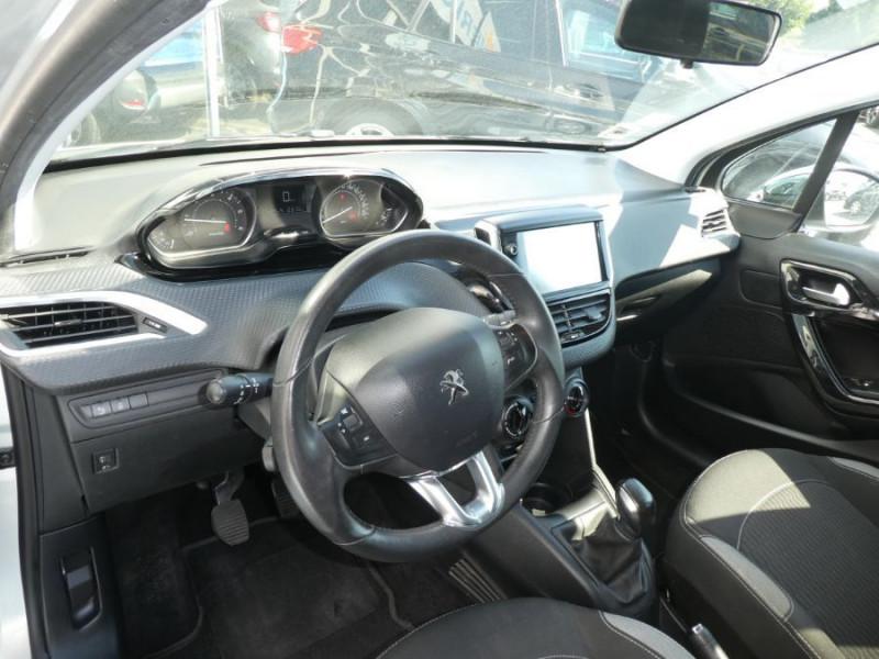 Photo 9 de l'offre de PEUGEOT 208 1.6 BlueHDi 75 STYLE GPS Pack City à 10250€ chez Mérignac auto