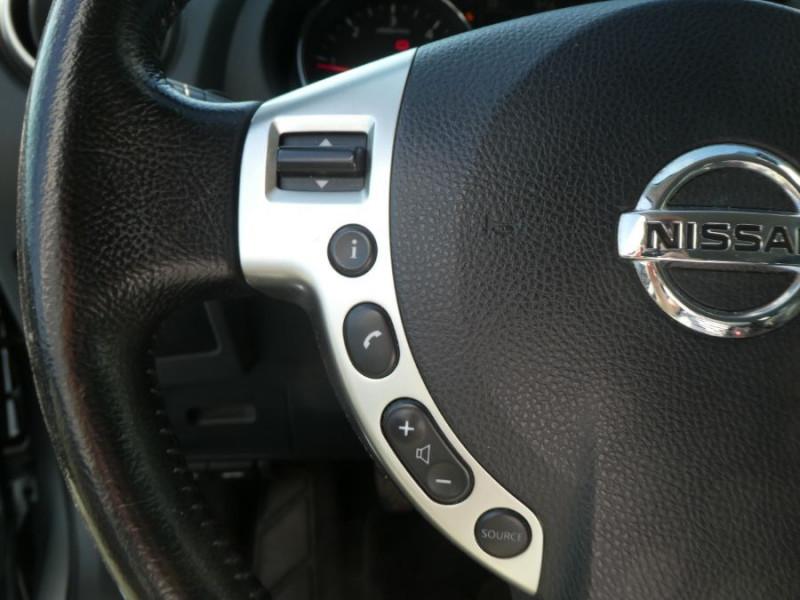 Photo 17 de l'offre de NISSAN QASHQAI 1.5 DCI 110 BV6 Ph.2 ACENTA Bluetooth à 9250€ chez Mérignac auto