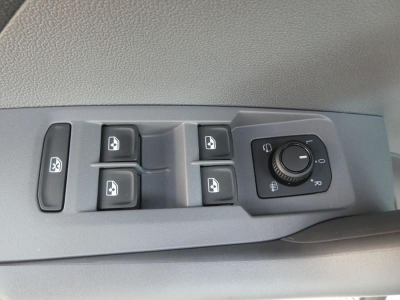 Photo 14 de l'offre de VOLKSWAGEN T-CROSS 1.0 TSI 110 DSG7 LOUNGE PACK BLACK Camera JA17 (8 Options) à 24980€ chez Mérignac auto