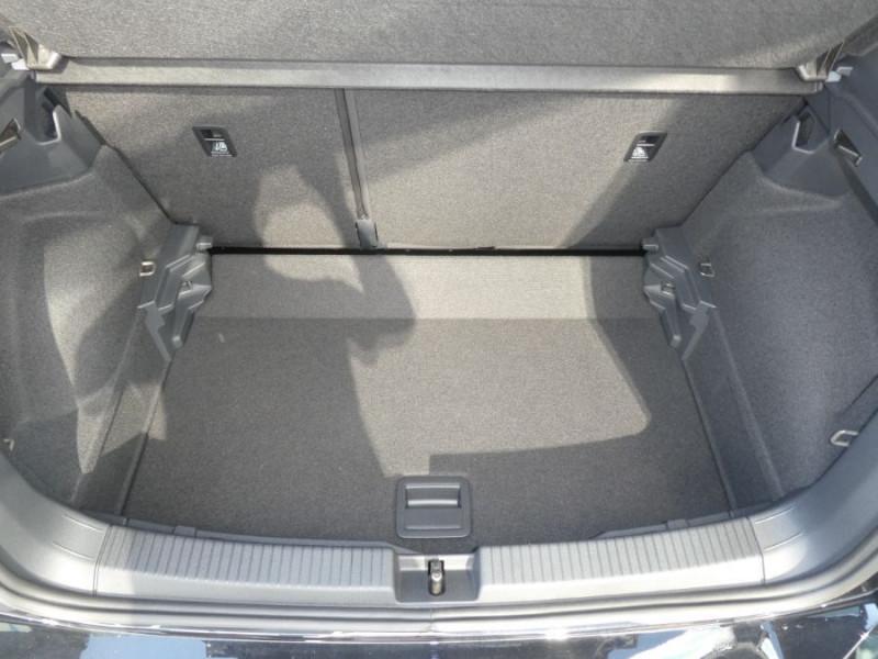 Photo 7 de l'offre de VOLKSWAGEN T-CROSS 1.0 TSI 110 DSG7 LOUNGE PACK BLACK Camera JA17 (8 Options) à 24980€ chez Mérignac auto