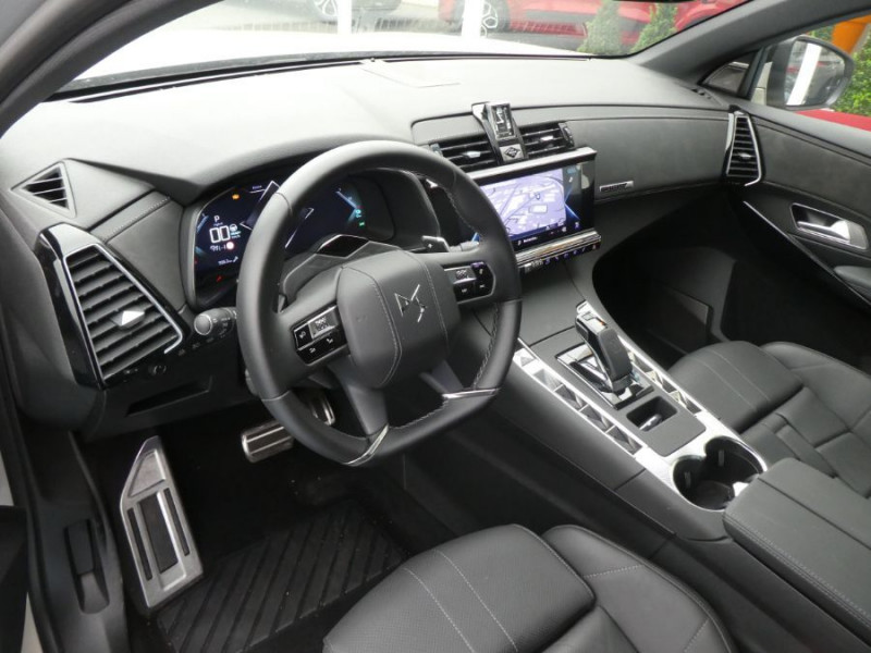 Photo 9 de l'offre de DS DS7 CROSSBACK 1.6 E-TENSE 300 BVA 4X4 GRAND CHIC CUIR Opera TOIT Pano à 48900€ chez Mérignac auto