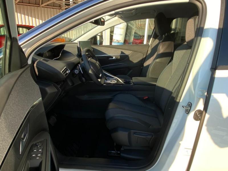 Photo 5 de l'offre de PEUGEOT 3008 II (2) 1.5 BlueHDi 130 EAT8 ALLURE PACK Toit Noir Barres à 34480€ chez Mérignac auto