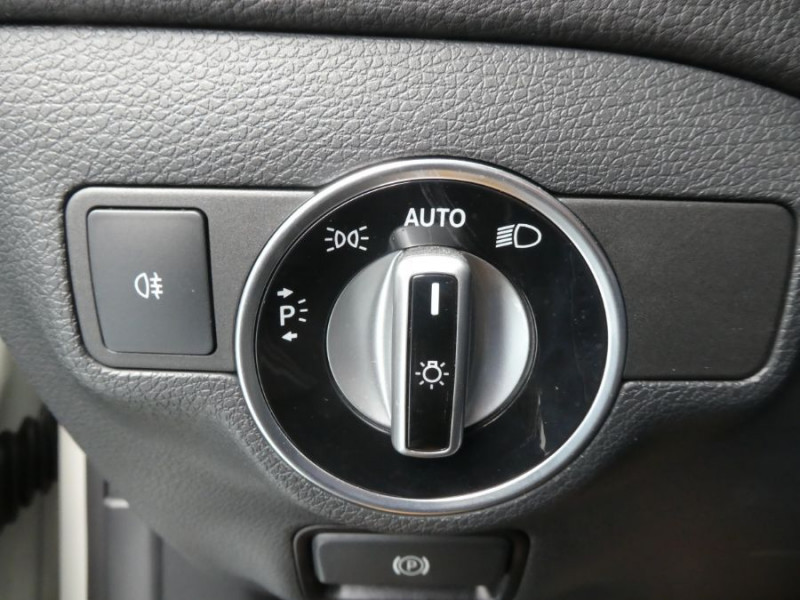 Photo 18 de l'offre de MERCEDES-BENZ CLA SHOOTING BRAKE (2) 200 D 7G-DCT URBAN GPS Camera JA17 Hayon él. à 26990€ chez Mérignac auto