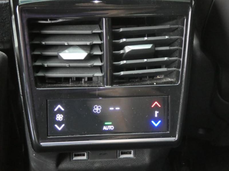 Photo 16 de l'offre de DS DS7 CROSSBACK 1.6 E-TENSE 300 BVA 4X4 GRAND CHIC CUIR Opera TOIT Pano à 47900€ chez Mérignac auto