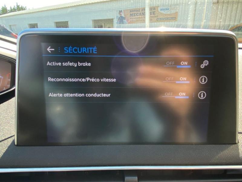 Photo 17 de l'offre de PEUGEOT 3008 1.5 BlueHDI 130 EAT8 ALLURE Camera à 29750€ chez Mérignac auto