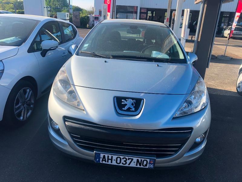 Peugeot 207 1.6 HDi110 FAP Premium 5p Diesel Gris Clair Métal Occasion à vendre