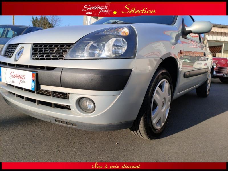 Photo 9 de l'offre de RENAULT CLIO Billabong 1.2i 16V 3Pte Distri + CTOK à 2800€ chez Garage Serieys Auto