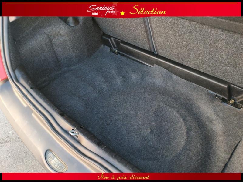 Photo 15 de l'offre de RENAULT CLIO Billabong 1.2i 16V 3Pte Distri + CTOK à 2800€ chez Garage Serieys Auto