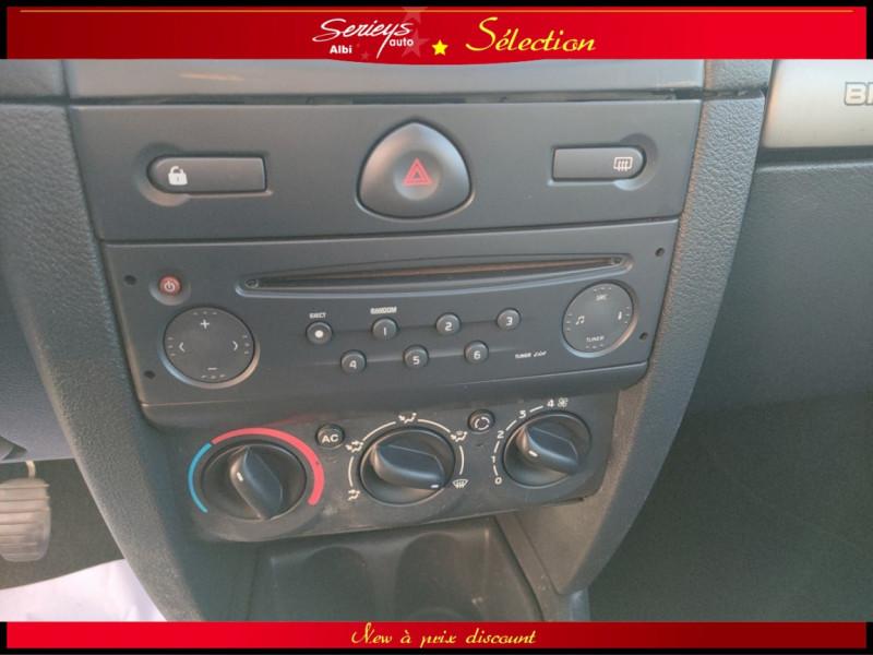 Photo 19 de l'offre de RENAULT CLIO Billabong 1.2i 16V 3Pte Distri + CTOK à 2800€ chez Garage Serieys Auto