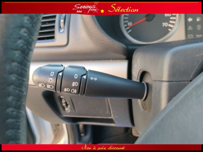 Photo 18 de l'offre de RENAULT CLIO Billabong 1.2i 16V 3Pte Distri + CTOK à 2800€ chez Garage Serieys Auto