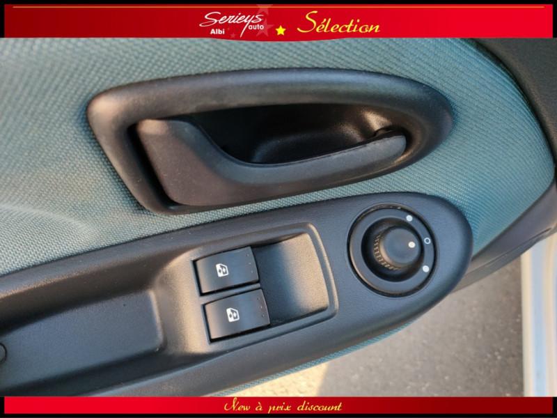 Photo 7 de l'offre de RENAULT CLIO Billabong 1.2i 16V 3Pte Distri + CTOK à 2800€ chez Garage Serieys Auto
