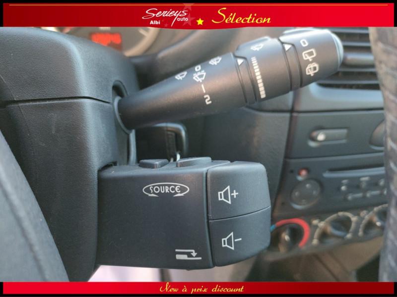 Photo 21 de l'offre de RENAULT CLIO Billabong 1.2i 16V 3Pte Distri + CTOK à 2800€ chez Garage Serieys Auto
