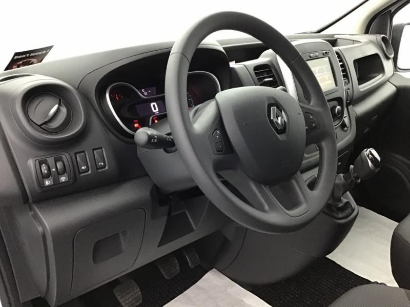 Photo 8 de l'offre de RENAULT TRAFIC FGN GRAND CONFORT DCI 145 L2H1 Attelage+GPS+GRIP à 28580€ chez Garage Serieys Auto