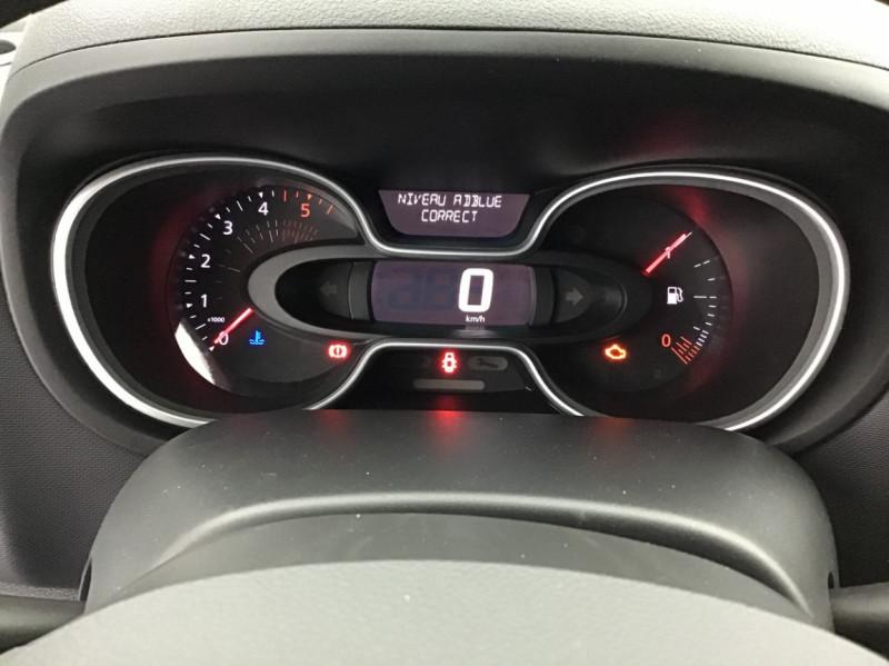 Photo 6 de l'offre de RENAULT TRAFIC FGN GRAND CONFORT DCI 145 L2H1 Attelage+GPS+GRIP à 28580€ chez Garage Serieys Auto