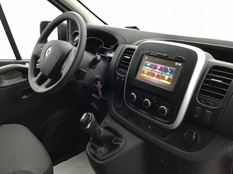 Photo 11 de l'offre de RENAULT TRAFIC FGN GRAND CONFORT DCI 145 L2H1 Attelage+GPS+GRIP à 28580€ chez Garage Serieys Auto