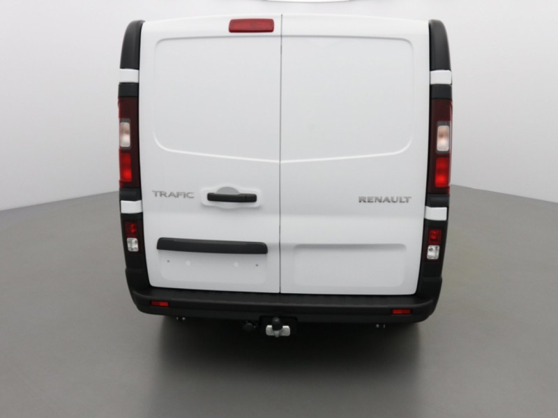 Photo 4 de l'offre de RENAULT TRAFIC FGN GRAND CONFORT DCI 145 L2H1 Attelage+GPS+GRIP à 28580€ chez Garage Serieys Auto