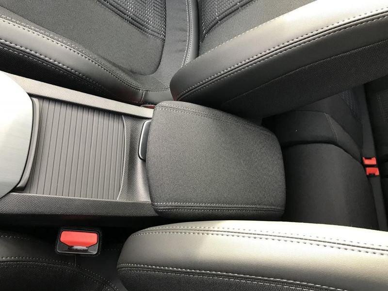 Photo 28 de l'offre de PEUGEOT 308 Allure Pack BlueHDi 130 EAT8 Full Led+JA16 Biton à 24480€ chez Garage Serieys Auto
