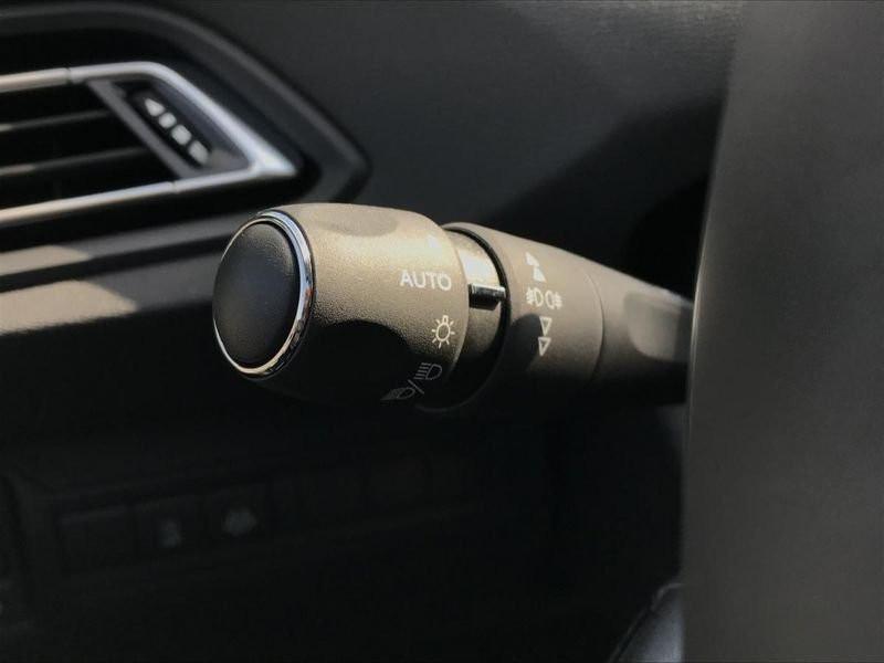 Photo 38 de l'offre de PEUGEOT 308 Allure Pack BlueHDi 130 EAT8 Full Led+JA16 Biton à 24480€ chez Garage Serieys Auto