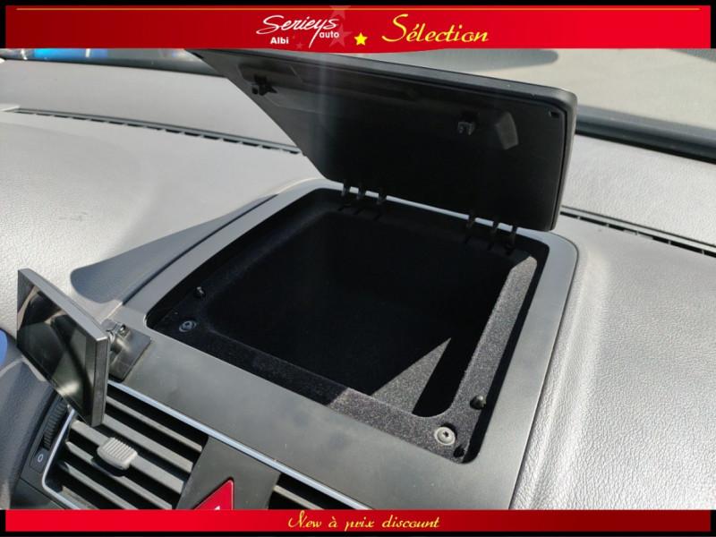 Photo 9 de l'offre de VOLKSWAGEN TOURAN Confort line 1.6 TDI 105 JA à 10480€ chez Garage Serieys Auto
