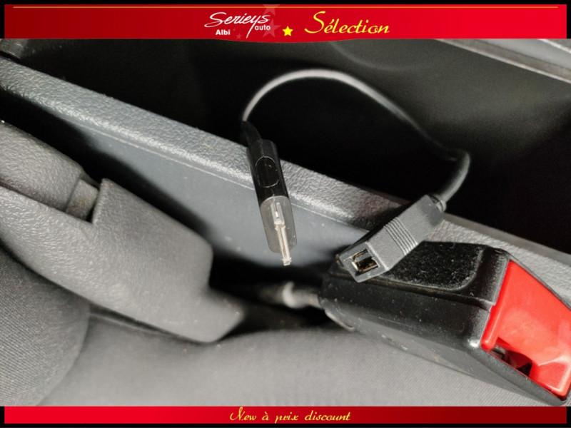 Photo 26 de l'offre de VOLKSWAGEN TOURAN Confort line 1.6 TDI 105 JA à 10480€ chez Garage Serieys Auto