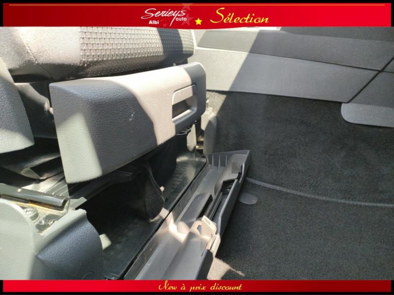 Photo 6 de l'offre de VOLKSWAGEN TOURAN Confort line 1.6 TDI 105 JA à 10480€ chez Garage Serieys Auto