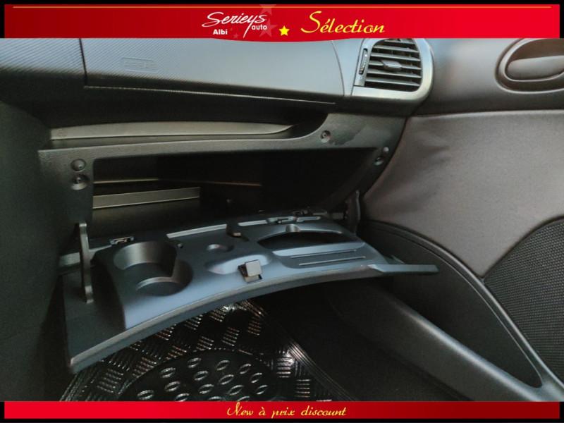 Photo 10 de l'offre de PEUGEOT 206+ URBAN 1.4 HDi 70 CLIM à 4980€ chez Garage Serieys Auto